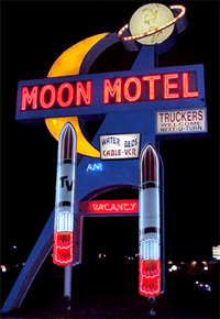 https://cruelery.com/sidepic/moonmotel.png
